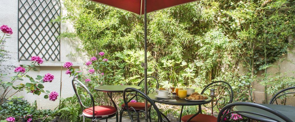 Hôtel 3 étoiles Paris - Petit-déjeuner dans le jardin - Classics Hotel Bastille - Longitude Hotel