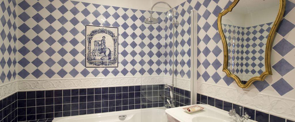 Hôtel 3 étoiles Quercy - Salle de Bain - Château de Saint-Cirq Lapopie - Longitude Hotel